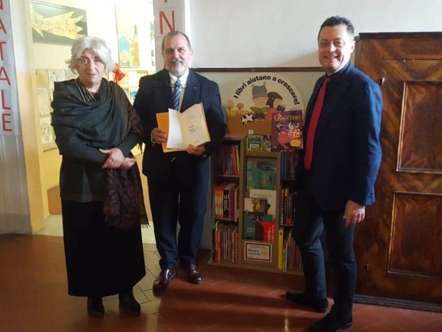 """Nuova """"Bibliotechina"""" per la scuola Primaria grazie al Rotary Prato e la libreria Giunti"""